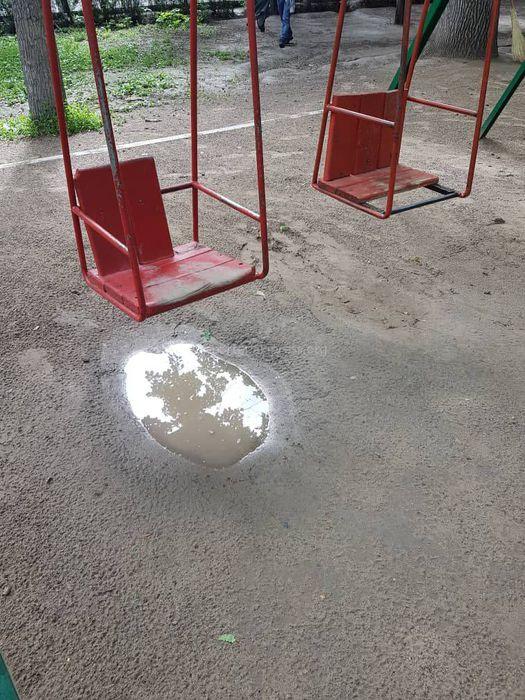 Житель Бишкека просит обустроить детскую площадку на участке бульвара Эркиндик (фото)