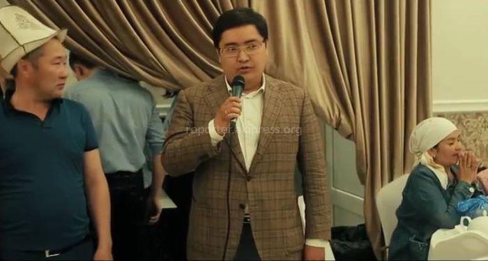 Видео — Курманбек Бакиев устроил в Москве ифтар для кыргызстанцев