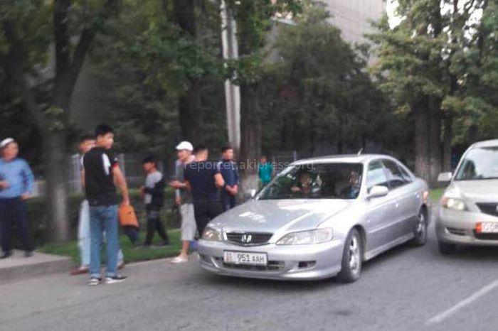 Парни пытались похитить девушку прямо на улице. Очевидцы спасли девушку <i>(фото)</i>