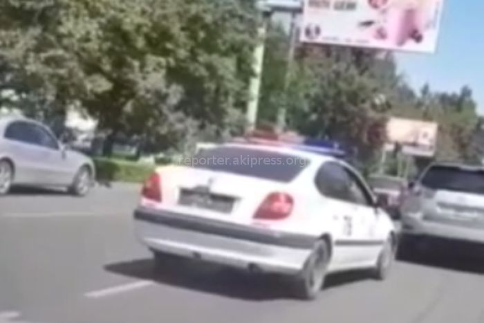 Машина правоохранительных органов разъезжала по городу без номеров <i>(видео)</i>