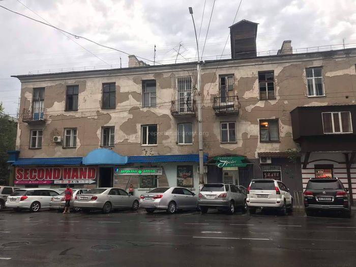 Сделайте уже что-нибудь: Горожанин просит отремонтировать фасад дома по улице Киевской <i>(фото)</i>