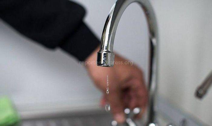 В доме №1 на Чолпон-Атинской есть вода, - мэрия (видео)