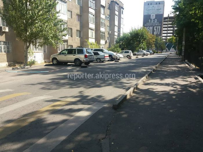 Законно ли установили ограждение вокруг парковки напротив дома №27 в 5 мкр?