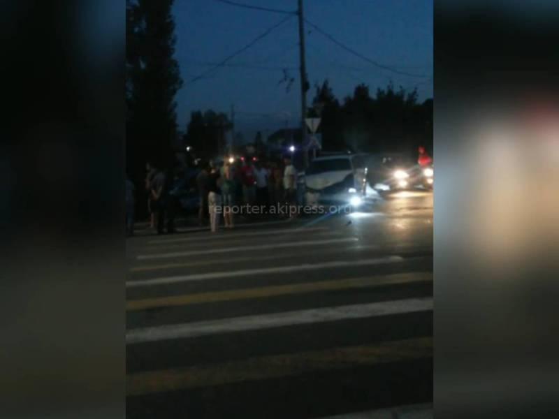 Видео — Из-за отсутствия светофора на Баялинова-Орозбекова столкнулись три машины, - горожанка