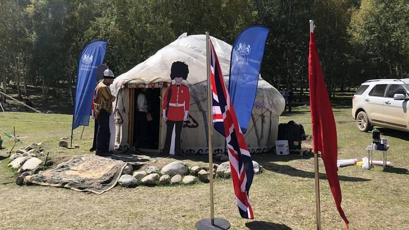 На Кырчыне из палатки семьи британского военного атташе украли ценные вещи
