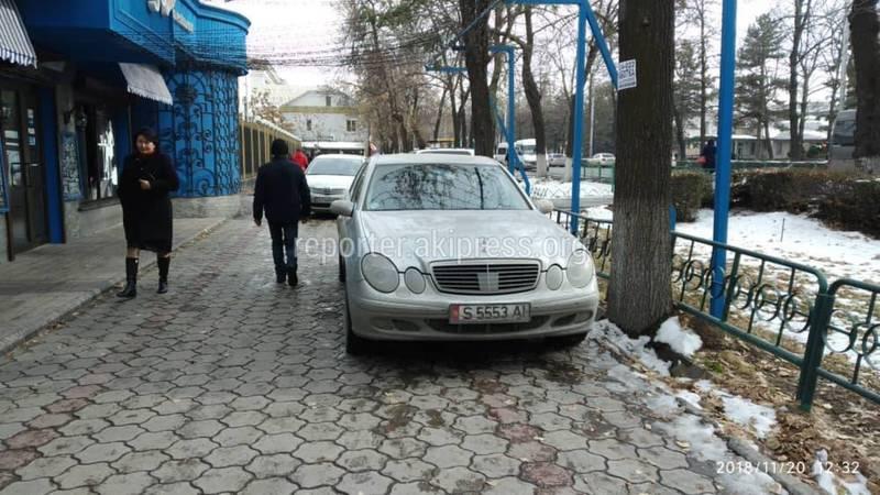 «Доска позора». Парковка по-хамски на тротуарах и пешеходных переходах