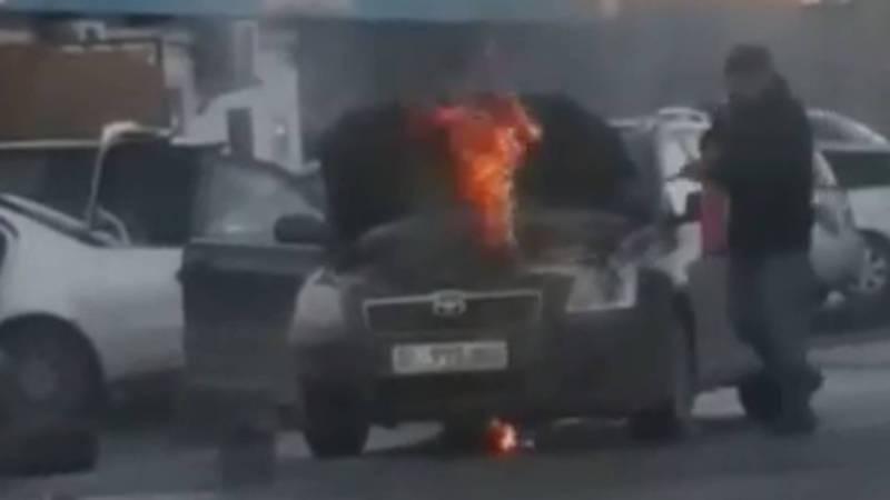 Возле рынка Кудайберген загорелась «Тойота». Видео