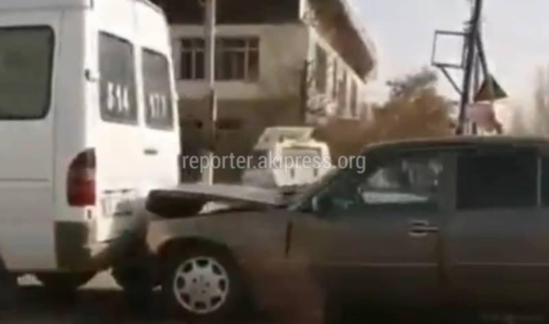Видео - Столкнулись «паровозиком», три буса и одна легковая машина