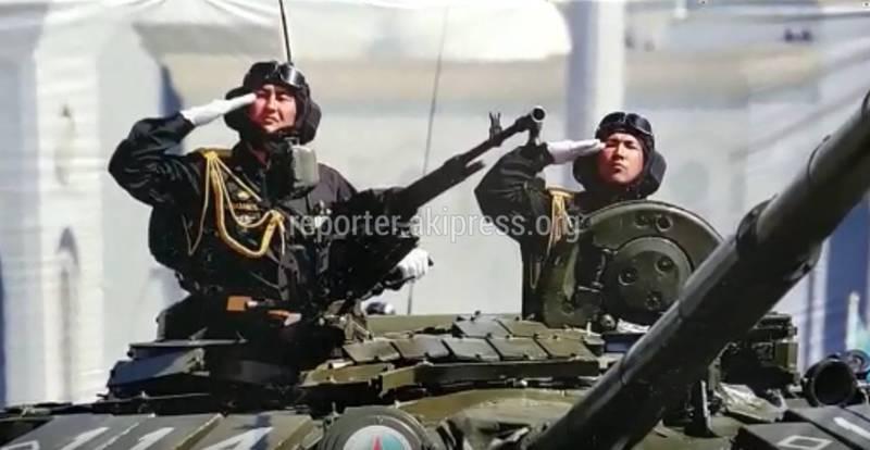 На плакате возле Первомайского военкомата изображен казахстанский танкист (видео)