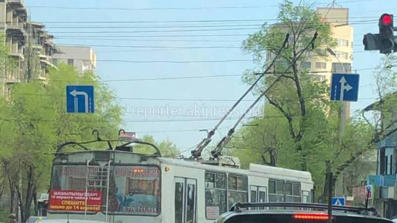 На Байтик Баатыра и Медерова троллейбус с госномером 1838 нарушил ПДД, - очевидец (фото)