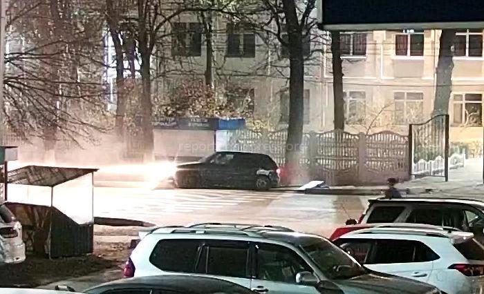 Возле столичной школы №70 произошло ДТП, машина снесла информационное табло <i>(видео)</i>