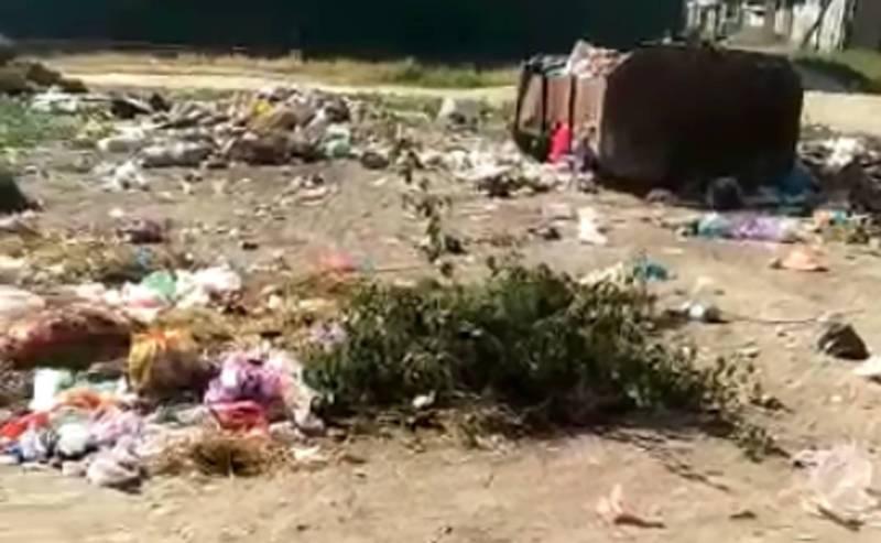 В Оше в мкр Западный возле Военной прокуратуры устроили мусорную свалку (видео)