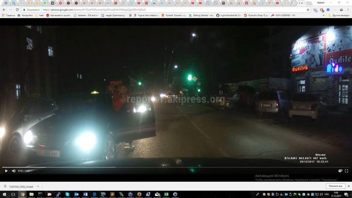 В Бишкеке водитель машины, выехав на встречку, намеревался устроить разборку <i>(видео)</i>