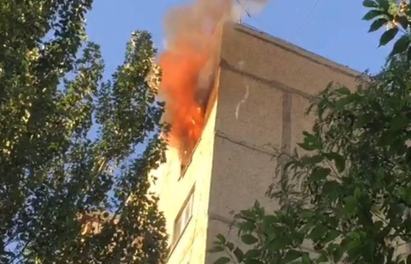 В 7 микрорайоне горит квартира