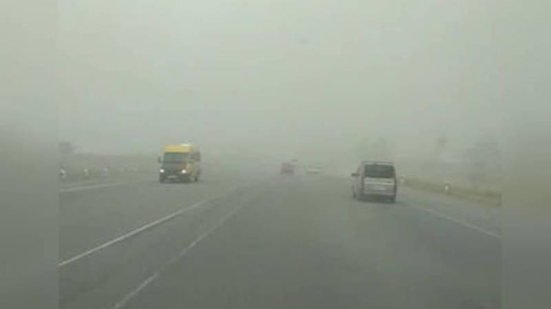 Видео — Бушующий ветер на объездной дороге