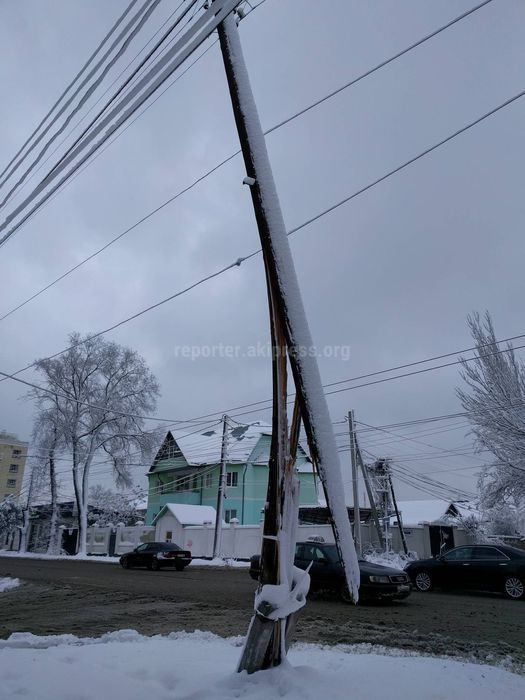 Аварийный столб на Горького—Кара-Кульской заменен, - мэрия Бишкека