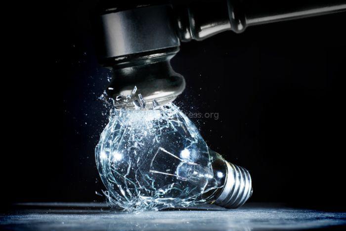 В 1 мкр в Токмоке днем ежедневно отключают электричество, - житель