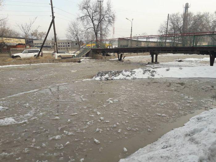 МЧС: Из-за увеличения объема воды на реке Ала-Арча затоплены 3 дома в Бишкеке <b><i>(фото, видео)</i></b>