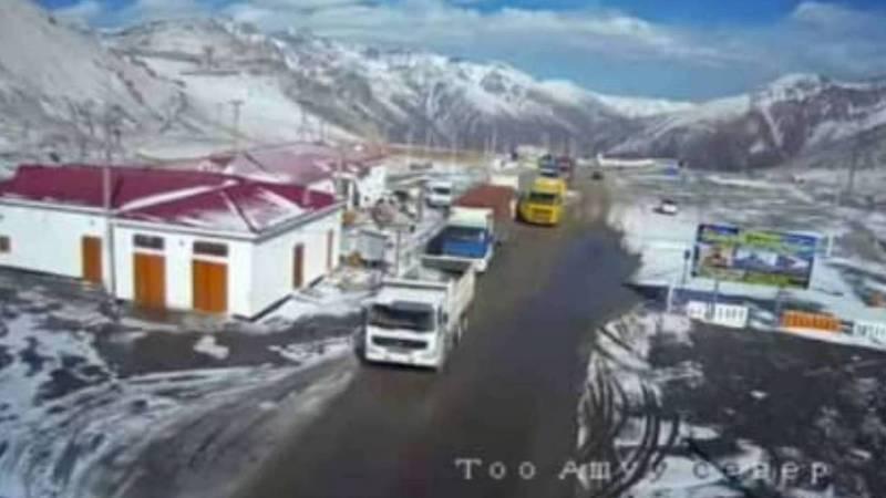 На перевале Төө-Ашуу произведена подсыпка противогололёдного материала и расчищен снег, - Министерство транспорта и дорог