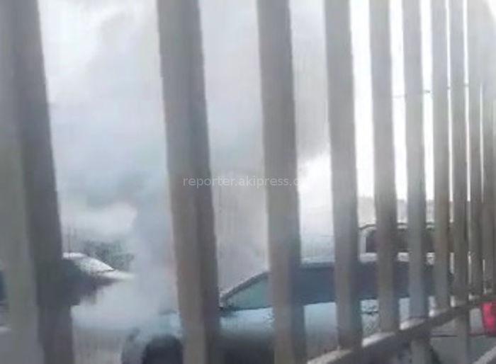 В районе Ошского рынка сгорела машина <i>(видео)</i>