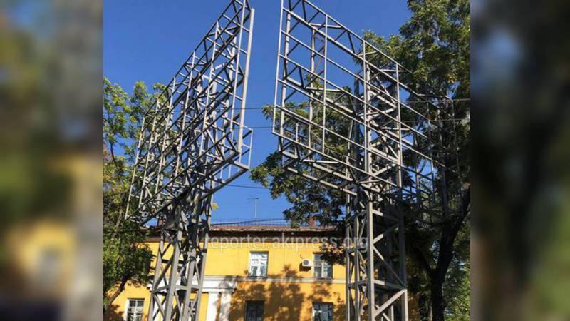 Участок, где установлен рекламный щит на пр.Ч.Айтматова предоставлен компании по договору на 3 года, - мэрия