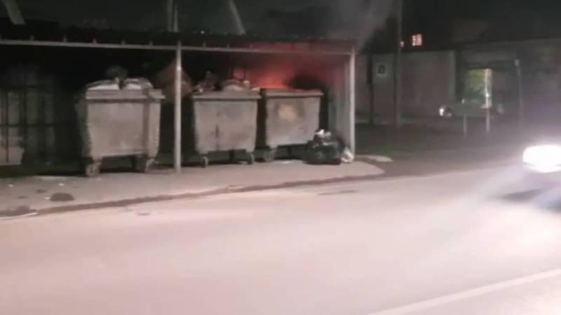 На улице Мидина в жилмассиве Көлмө постоянно сжигают мусор (видео)