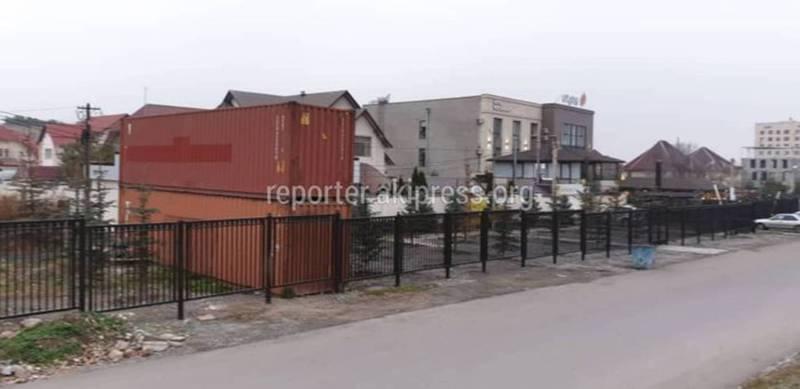 Бишкекчанин: Предъявлены ли разрешительные документы на автопарковку на ул.Малдыбаева?