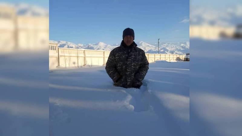 В селе Кара-Ой Иссык-Кульской области снега выпало по пояс. Фото