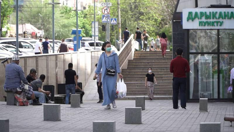 Видео — Во время карантина в центре Бишкека много людей, - бишкекчанин