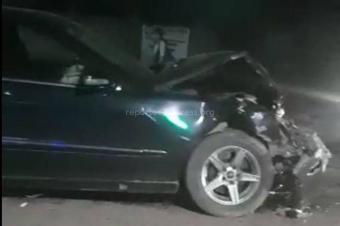 В Бишкеке на Тоголок Молдо-Баялинова столкнулись две машины. Есть пострадавшие <i>(видео)</i>