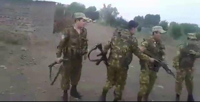 Видео - Пограничники Таджикистана проникли на территорию Кыргызстана и требовали паспорта у жителей села Кулунду