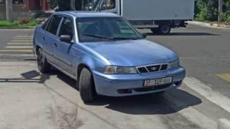 Водитель припарковал свой автомобиль на «зебре» на ул.Куренкеева. Фото