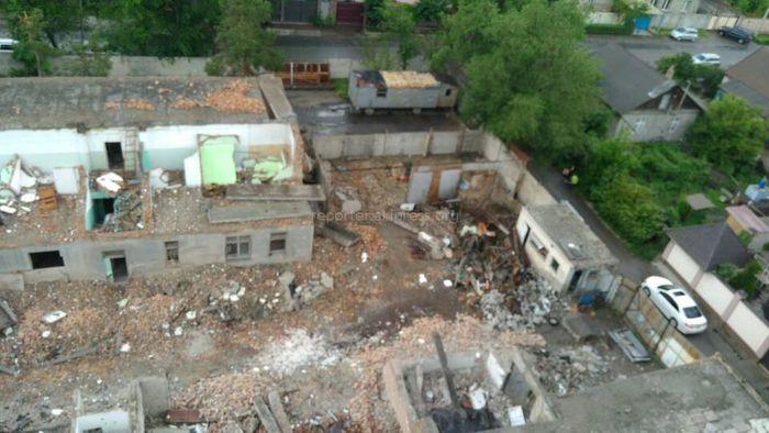 Подготовка к строительству на ул.Белорусской в Бишкеке продолжается. Соблюдаются ли стройнормы? - жительница