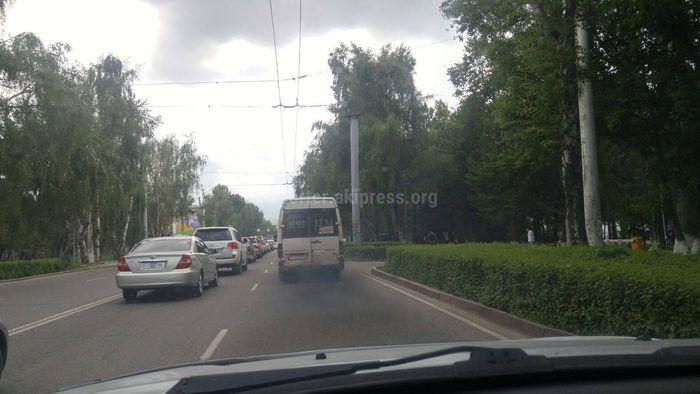 Когда уберут сильно дымящие микроавтобусы в Бишкеке? - житель (видео)