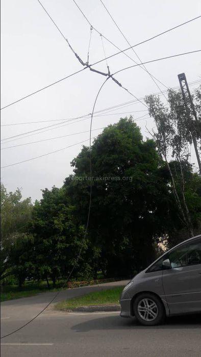 На пересечении улиц Анкара и Виноградной оборвались троллейбусные провода