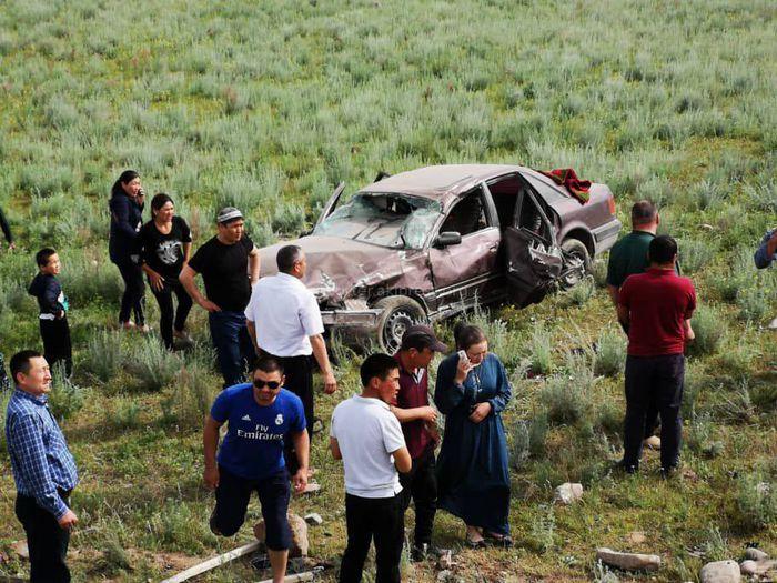 В Токтогульском районе 2 автомашины с пассажирами слетели с дороги <i>(фото)</i>
