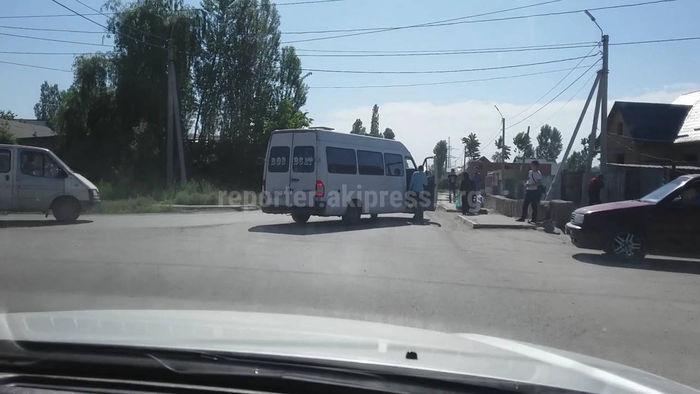 Бишкекчанин жалуется на водителей маршруток, которые не соблюдают ПДД (видео)
