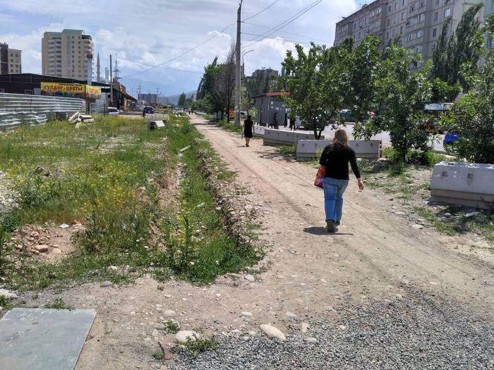 Ремонт тротуара на ул.Тыналиева начнется после завершения земляных работ, - мэрия Бишкека