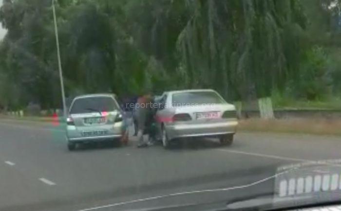 В районе села Достук произошло ДТП с участием двух легковушек (видео)