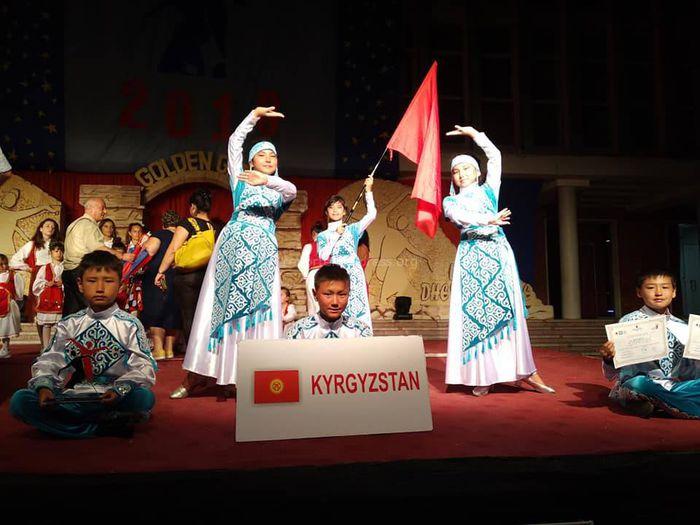 Видео — Массовое исполнение кыргызского кара-жорго в Албании