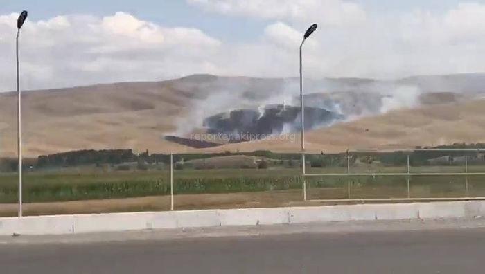 В горах села Кызыл-Сенир произошел пожар (видео)