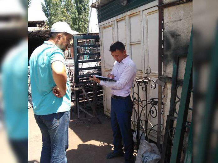 Фото — На ул.Орозбекова постоянно проводятся разъяснительные работы с владельцами хозсубъектов, - мэрия Бишкека