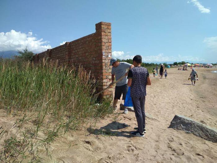 Мусор рядом с пансионатом «Кыргызское взморье» убран (фото)