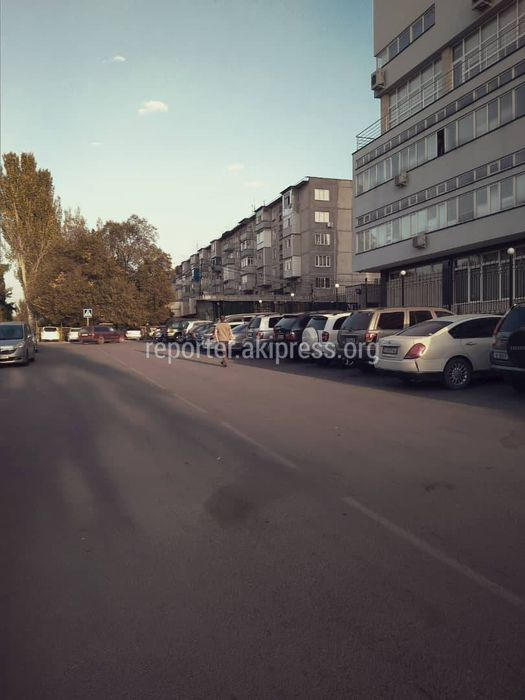 Улицу Саманчина закрыли и огранизовали стоянку. Горожанин просит открыть ее