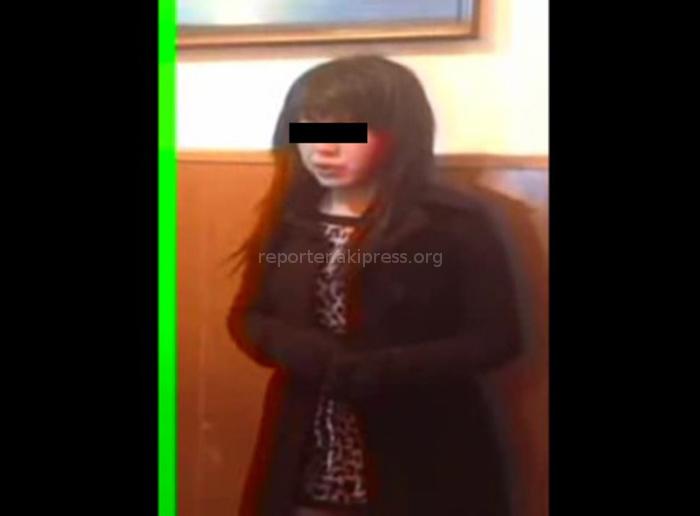 Видео девушку обманом раздевают