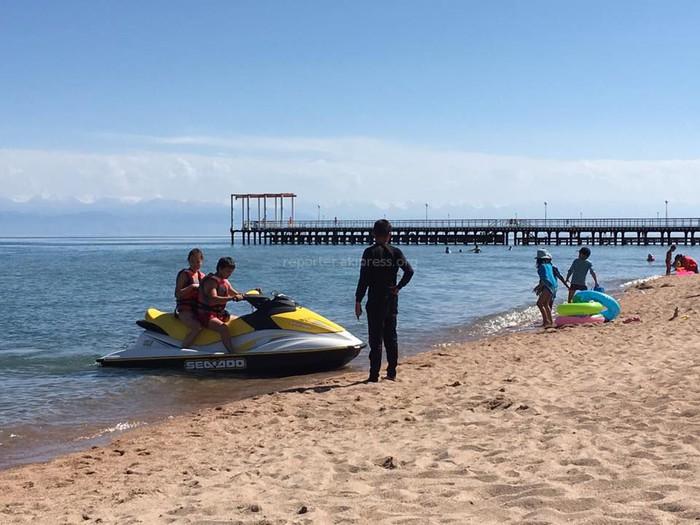 В соцсетях обсуждают, переносить ли подальше от пляжей скутеры и другие развлечения, представляющие опасность для отдыхающих <i>(фото, видео)</i>