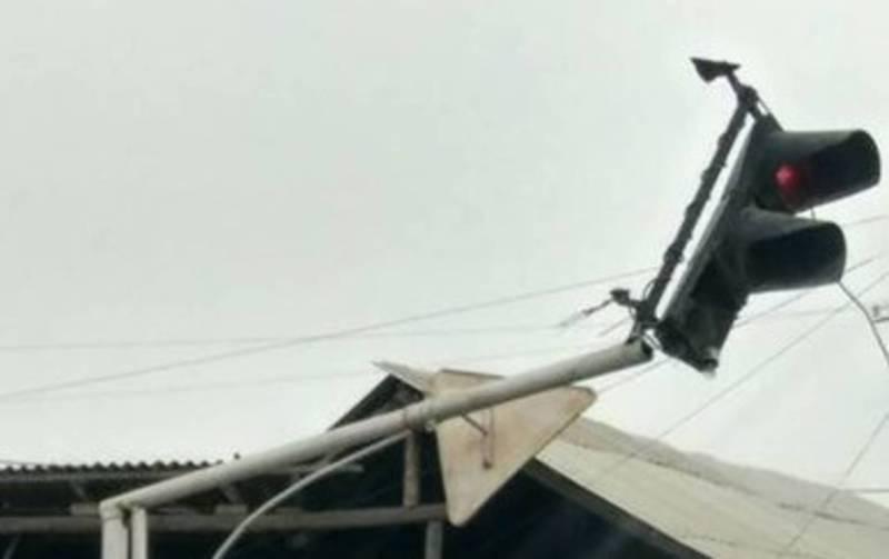 В Оше на ул.Амир-Тимура сломанный светофор заменен на новый светодиодный