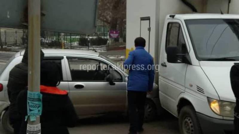 Мэрия рассмотрит вопрос установки светофора на пересечении Уметалиева и Рыскулова