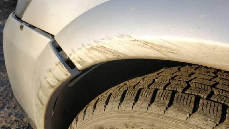 Видео – В Бишкеке на Юнусалиева водитель минивэна подрезал и поцарапал чужую машину