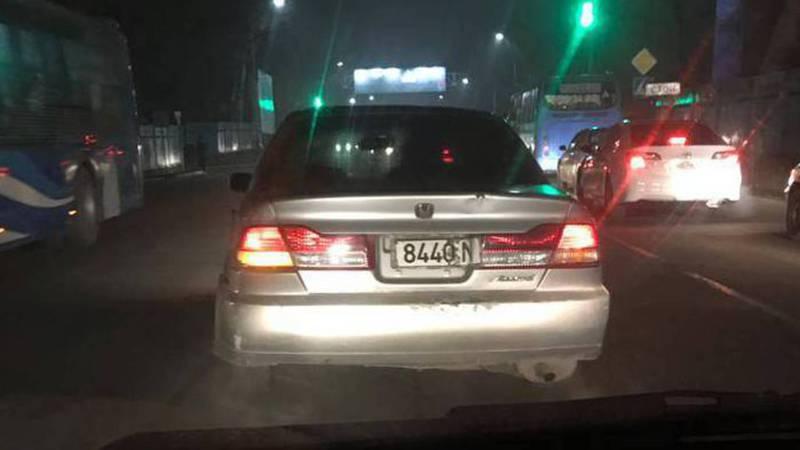 В Бишкеке на улице Фучика замечена «Хонда» с поврежденным госномером, - читатель (фото)